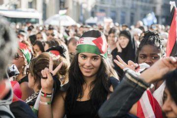 وقف العديد من الممثلين ومشاهير العالم في التمثيل دقيقة حداد على ارواح ضحايا غزة وما تشهده الارض المحتله فلسطين.