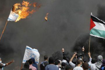 غزة: مقتل فلسطيني وجرح العشرات في المنطقة الحدودية مع إسرائيل