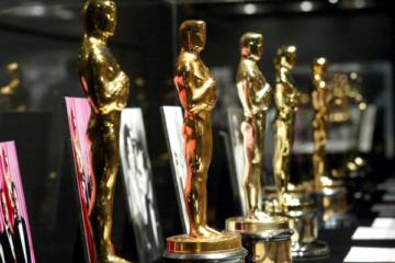 نجوم هوليوود يحتجون على تقديم بعض جوائز الأوسكار خلال فاصل إعلاني