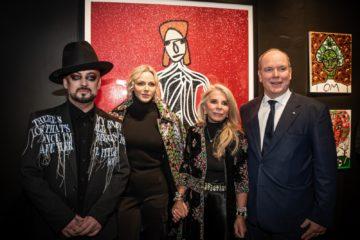 معرض بوي جورج الأول تقدم G & M Design أول معرض لـ BOY GEORGE ، مغني فريق Culture Club الشهير. سوف يأخذك Scarman وعيوب أخرى إلى عالمه من خلال العديد من اللوحات الزيتية والحرير من 15 نوفمبر إلى 1 فبراير 2020.