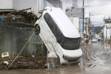 فيضانات اليابان: مخاوف من مقتل 40 شخصاً والطقس يعوق الإنقاذ