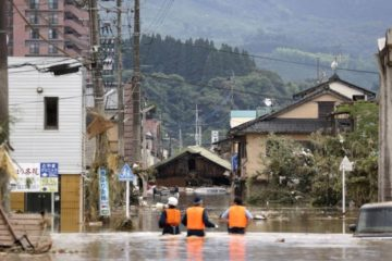 أكثر من 12 شخصاً يُخشى مقتلهم جراء فيضانات جنوب اليابان