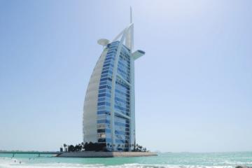 فيروس كورونا: آلاف العمال الوافدين مهددون بترك الإمارات