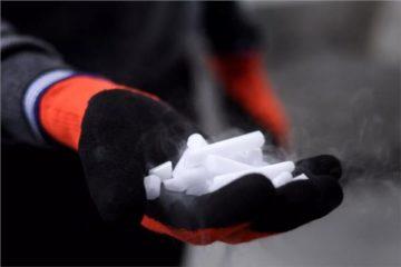 «الثلج الجاف».. الناقل الرسمي للقاحات كورونا حول العالم