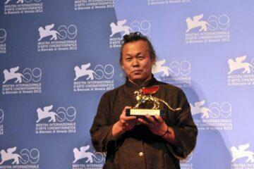 وفاة المخرج السينمائي و GOLDEN LION KIM KI-DUK