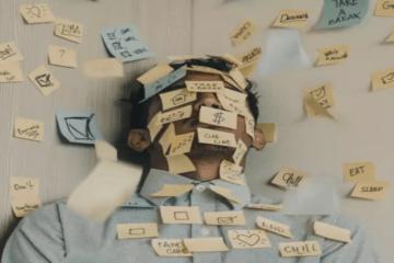 اليوم العالمي للصحة العقلية: كيفية مواجهة تحديات العمل المفرط في وكالة إعلانية