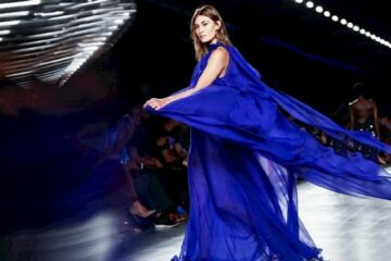 انطلاق أسبوع الموضة في باريس.. عودة قوية لعروض الأزياء الحضورية