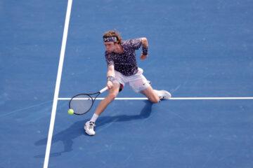 تسيتسيباس وروبليف إلى ربع نهائي دولية سوق دبي الحرة للتنس ATP Dubaï